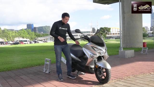 铃木uy125踏板摩托车