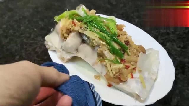 广东名厨制作清蒸鲩鱼的新做法,8分钟是关键,你做对了吗?