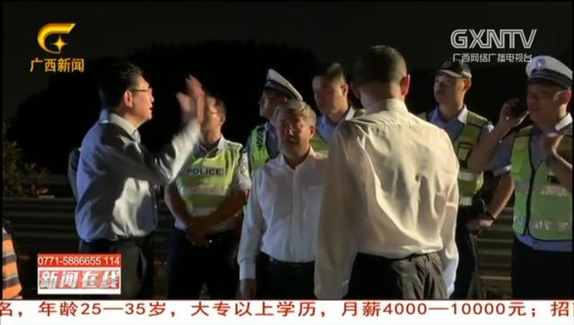 广西高速上8车连环追尾致3死2伤,有车被撞严重变形