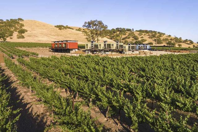 葡萄園里的集裝箱建筑|生態農莊