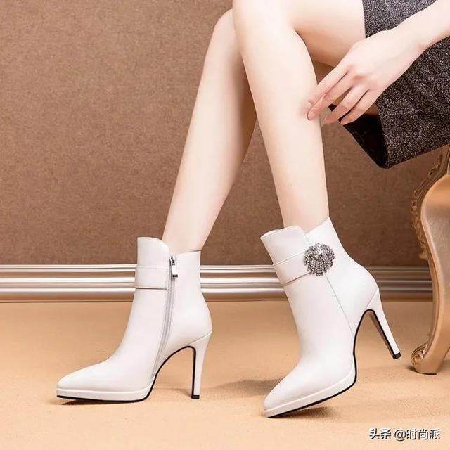 女士鞋子新款靴子图片