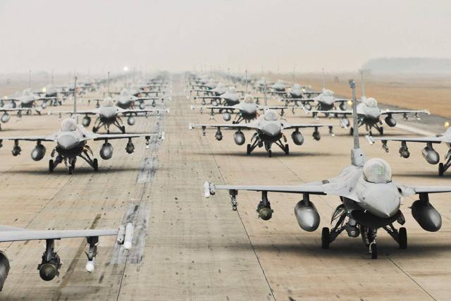 让F-16战机生产线落户印度,美国想一石四鸟,印度民众还偷着乐