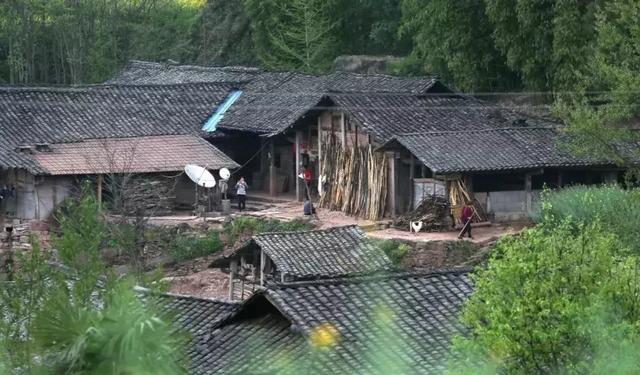 大竹县童家镇上的路面 - 大竹县委书记 - 达州市 - ... - 人民网