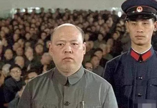 活着走出监狱的姚文元,死后为何不建坟立碑?他确实用心良苦