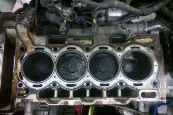 """""""猛踩油门""""与""""温柔踩""""哪个更毁车?修理工:很多车是这么毁的"""