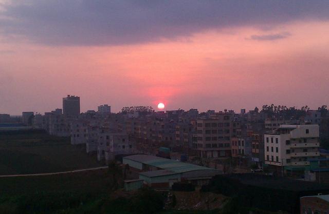 广东有个市叫湛江,湛江有个县叫徐闻,大陆最南端徐闻县