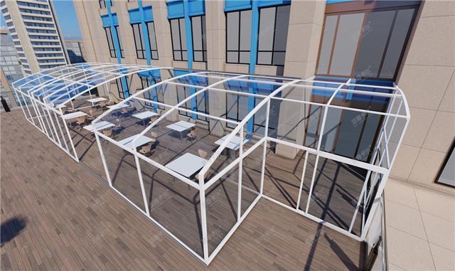 采用庭院自动开合屋顶,把小院封成阳光房,遮阳挡雨不违建