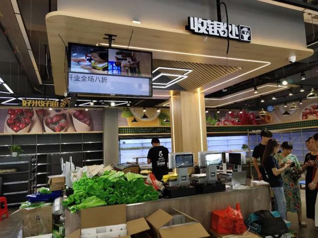GreatWall长城V343数字标牌丨进驻岳阳果鲜锋,助力实体店高效运营