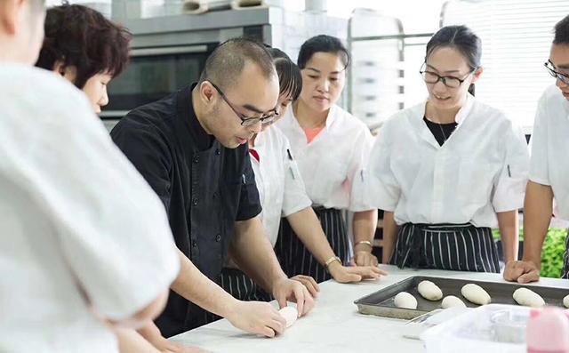 深圳排名前十的西点学校-西点烘焙培训-厚学网