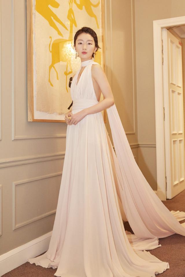 超长款显瘦拖地连衣裙穿出气场优美身段
