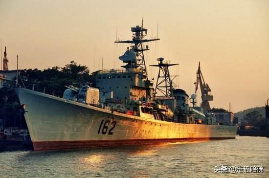 再见051舰!再见,海军第一代驱逐舰艰苦卓越且传奇的时代