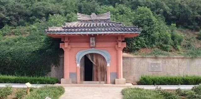 """浙江有一块""""皇帝墓"""",千年来专人守墓,2008年才知道来的是谁"""