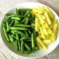 土豆焖四季豆,土豆外面滑嫩,咬开软糯带着鲜香,超下饭