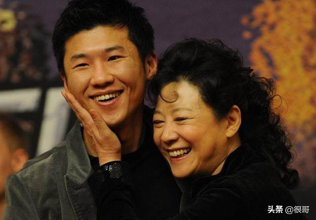 王骁的父亲母亲是谁