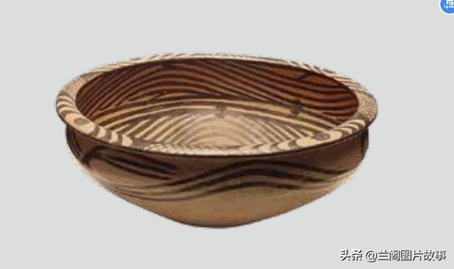 马家窑文化的集大成所在,这些彩陶花纹多样,线条流畅,图案明丽