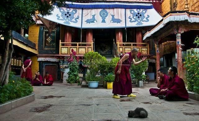 西藏寺庙水粉画