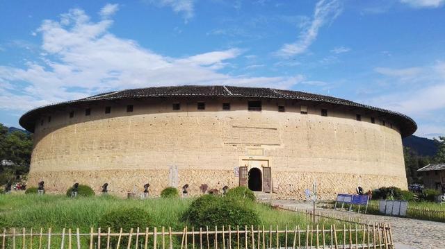 与福建土楼相似的建筑