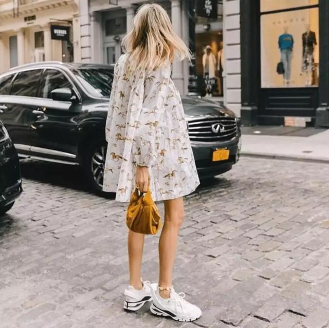 老爹鞋配長裙嗎