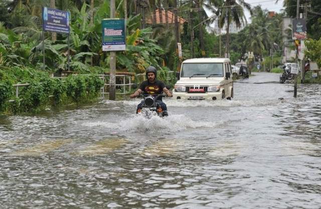 印度这下出名了,建设大桥用了八年,仅用了29天被洪水冲垮