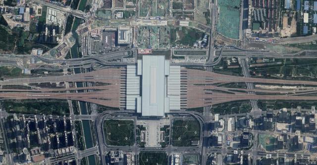 郑州火车站夜景图片