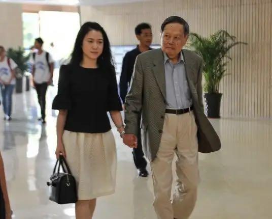 物理学家杨振宁为什么会娶翁帆做老婆?