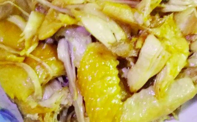 局盐鸡肉这样做,不用一滴水,扔进电饭锅,出锅就食,喷香酥脆