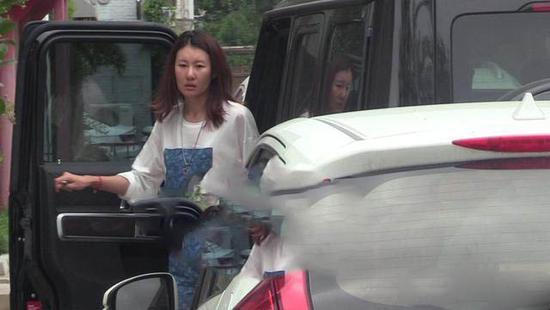 网曝王宝强要助女友出道,冯清开豪车现身,真实素颜曝光超显老