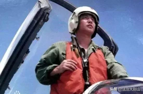 今日聚焦:王伟英雄,一定要驾驶歼20升空!祖国盼你返航……