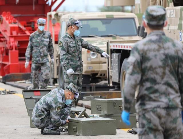 """参加""""坦克两项""""的解放军专列抵达俄罗斯,搭载18辆坦克和战车"""