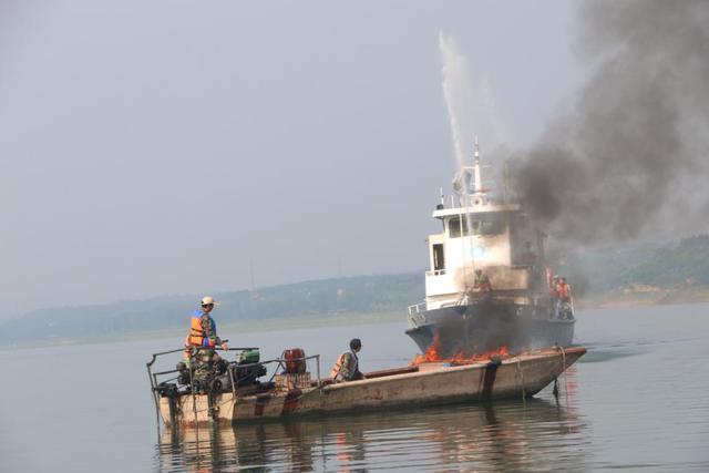 嵩县开展2020年防汛应急救援综合演练活动