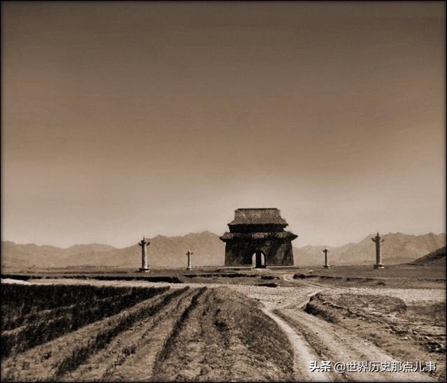 《【摩臣在线平台】10张罕见晚清老照片:李鸿章和美国总统合影,长满荒草的长城》