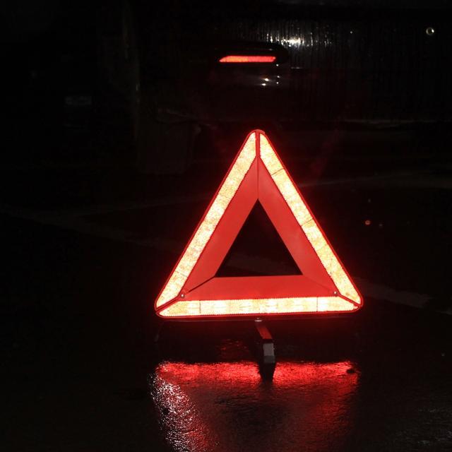 夜晚车内副驾驶照片