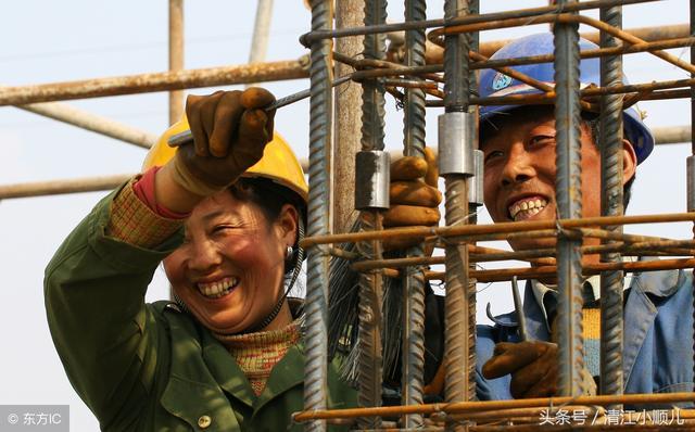 在工地上工作的建筑工人高清图片 - 素材中国16素材网