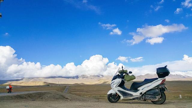 美女师傅更换踏板摩托车机油,全程详细操作讲解