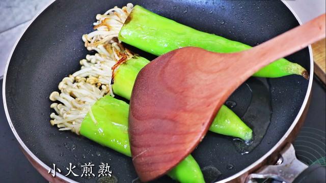 金针菇加青椒这么做,味道好吃的没谁了,你吃过没?