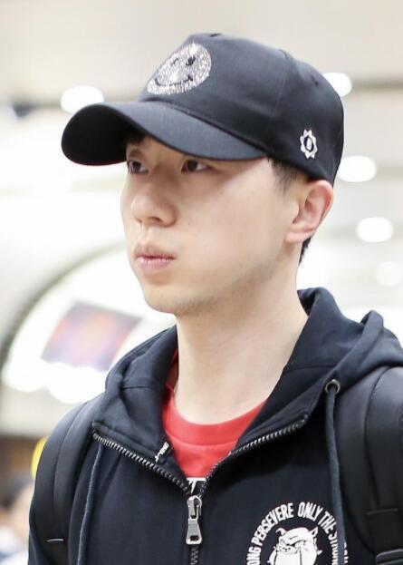 刘国梁、马龙、张继科、丁宁国乒队回国 上千球迷机场热情迎接