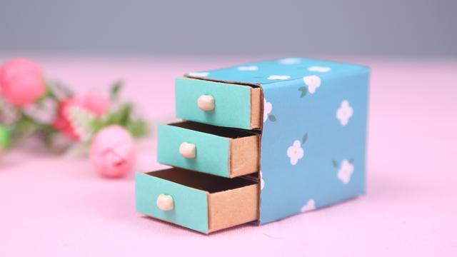 用箱子做收纳盒