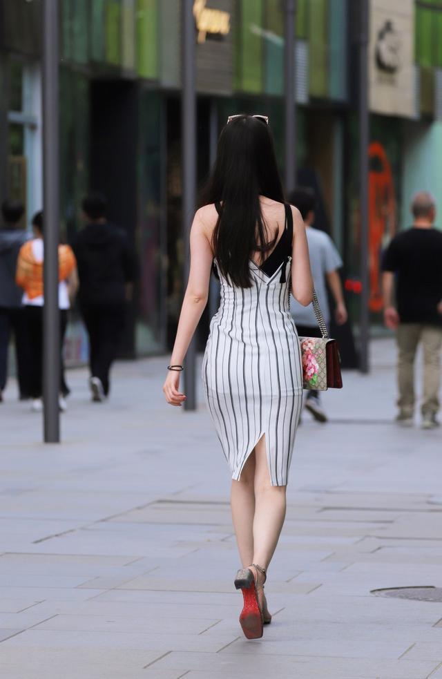 为什么有的人街拍喜欢拍女孩背影-第6张图片-IT新视野