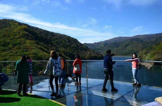 关山湖《关山湖》本以为很美,其实湖里很埋汰,据说秋天枫叶很好