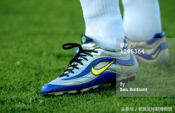 足球鞋黑白鸳鸯