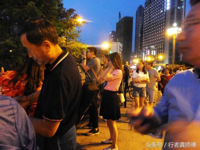 上海和成都夜景不能比较,那么成都九眼桥和重庆洪崖洞哪个更美
