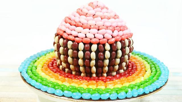 她真的用1000多個糖果堆出了漂亮大蛋糕!吃貨看了都忍不住流口水