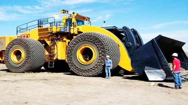 山工最大装载机