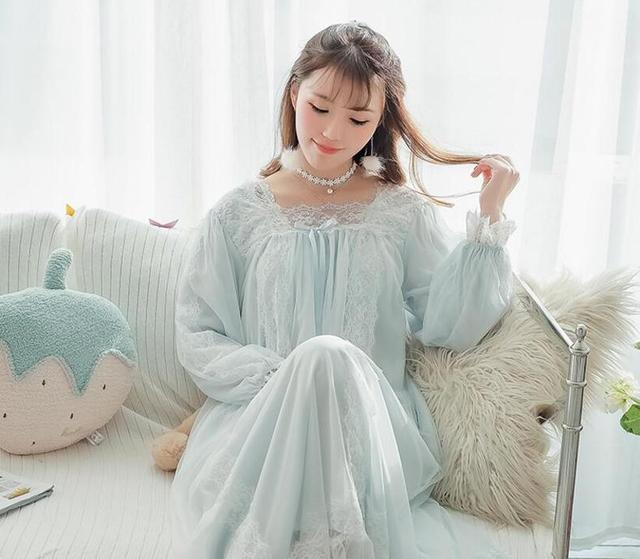 蕾絲邊睡衣