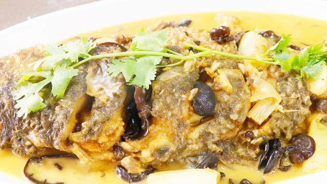 厨师长教你做红烧鲤鱼家常做法,鲜香入味,又学会一个新做法