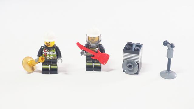乐高城市组倒数日历60133:吹喇叭的消防员