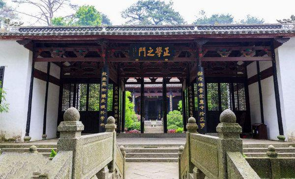 你知道中国赫赫闻名的四大书院吗?无人机镜头下岳麓书院让人震撼