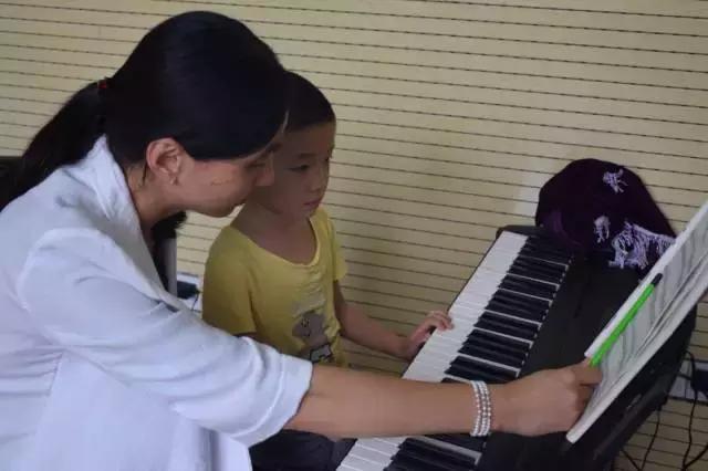 成人电子琴自学指导《映山红》左手和弦伴奏入门基础多指指法弹奏