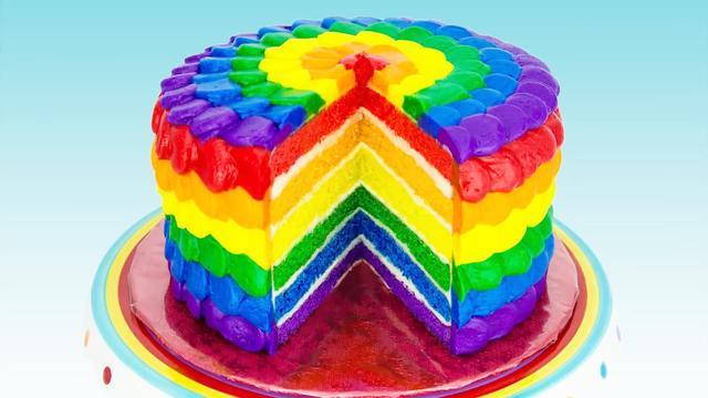 切開也是七彩的彩虹蛋糕做好啦!教你簡簡單單做出高顏值禮物!