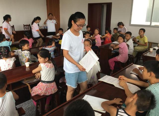 翠屏区:宋家镇人大组织代表开展义务植树活动